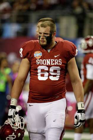 Oklahoma Sooners's Lane Johnson (69) on the field during warm ups bofore the Cotton Bowl NCAA college football game against Texas A&M Friday, Jan. 4, 2013, in Arlington, Texas. (AP Photo/Tony Gutierrez) Photo: Tony Gutierrez, Associated Press / AP