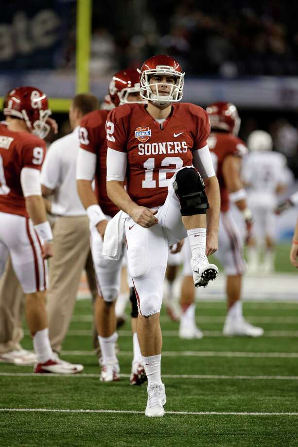 Oklahoma Sooners quarterback Landry Jones (12) warms up before the Cotton Bowl NCAA college football game against Texs A&M Friday, Jan. 4, 2013, in Arlington, Texas. (AP Photo/Tony Gutierrez) Photo: Tony Gutierrez, Associated Press / AP