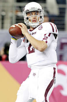 Texas A&M Aggies' Johnny Manziel looks to pass before the 77th AT&T Cotton Bowl Classic with the Oklahoma Sooners Friday Jan. 4, 2013 at Cowboys Stadium in Arlington, Tx. Photo: Edward A. Ornelas, Express-News / © 2012 San Antonio Express-News