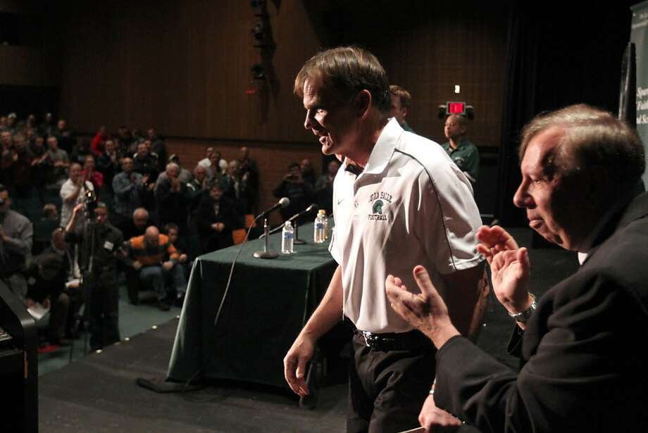 Bob Ladouceur - applauded by Brother Robert Wickman (right), De La Salle's principal - went 399-25-3 in 34 seasons. Photo: Lance Iversen, The Chronicle