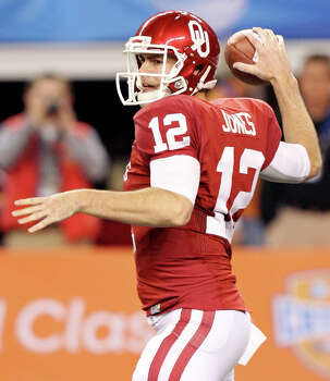 Oklahoma Sooners' Landry Jones passes againt the Texas A&M Aggies during first half action of the 77th AT&T Cotton Bowl Classic held Friday Jan. 4, 2013 at Cowboys Stadium in Arlington, Tx. Photo: Edward A. Ornelas, Express-News / © 2012 San Antonio Express-News