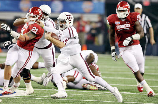Texas A&M Aggies' Johnny Manziel looks for running room against the Oklahoma Sooners during first half action of the 77th AT&T Cotton Bowl Classic held Friday Jan. 4, 2013 at Cowboys Stadium in Arlington, Tx. Photo: Edward A. Ornelas, Express-News / © 2012 San Antonio Express-News