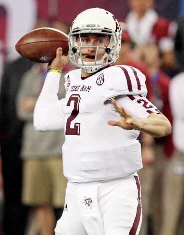 Texas A&M Aggies' Johnny Manziel looks to pass against the Oklahoma Sooners during first half action of the 77th AT&T Cotton Bowl Classic held Friday Jan. 4, 2013 at Cowboys Stadium in Arlington, Tx. Photo: Edward A. Ornelas, Express-News / © 2012 San Antonio Express-News