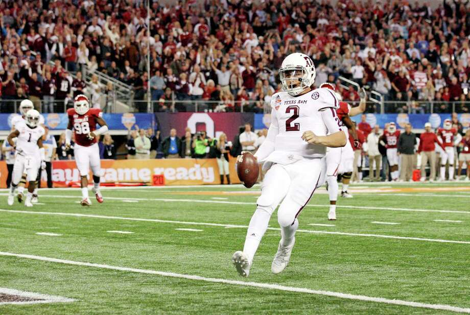 Texas A&M Aggies' Johnny Manziel scores a touchdown against the Oklahoma Sooners during first half action of the 77th AT&T Cotton Bowl Classic held Friday Jan. 4, 2013 at Cowboys Stadium in Arlington, Tx. Photo: Edward A. Ornelas, Express-News / © 2012 San Antonio Express-News