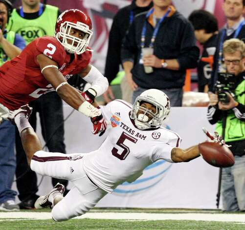 Texas A&M Aggies' Kenric McNeal misses a pass as he is defended by Oklahoma Sooners' Julian Wilson during first half action of the 77th AT&T Cotton Bowl Classic held Friday Jan. 4, 2013 at Cowboys Stadium in Arlington, Tx. Photo: Edward A. Ornelas, Express-News / © 2012 San Antonio Express-News