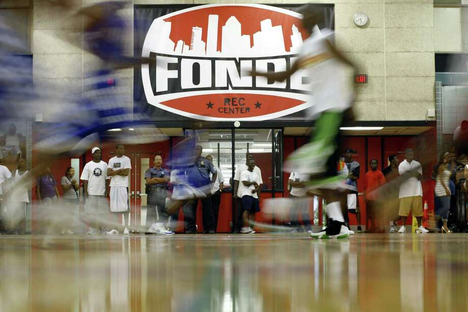 Houston's historic Fonde Recreation Center will host its first high school basketball games with today's tripleheader. Photo: Steve Ueckert, Staff Photographer / Houston Chronicle