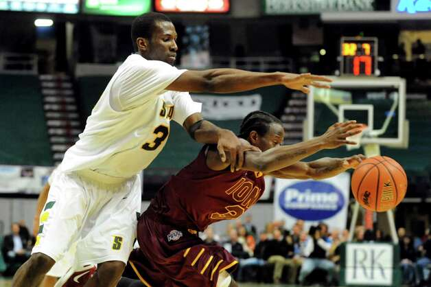 Siena's Ryan Oliver (3), left, struggles for a loose ball against Iona's Tavon Sledge (3) during their basketball game on Friday, Jan. 4, 2013, at Times Union Center in Albany, N.Y. (Cindy Schultz / Times Union) Photo: Cindy Schultz / 00020599B
