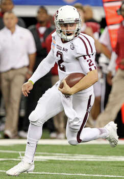 Texas A&M Aggies' Johnny Manziel heads up field against the Oklahoma Sooners during first half action of the 77th AT&T Cotton Bowl Classic held Friday Jan. 4, 2013 at Cowboys Stadium in Arlington, Tx. Photo: Edward A. Ornelas, Express-News / © 2012 San Antonio Express-News