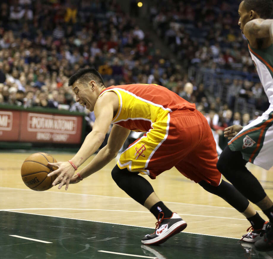 Jeremy Lin, left, chases down a loose ball ahead of Brandon Jennings. Photo: JEFFREY PHELPS, Associated Press / FR59249 AP