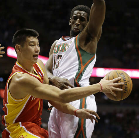 Jeremy Lin, left, passes around Ekpe Udoh. Photo: JEFFREY PHELPS, Associated Press / FR59249 AP