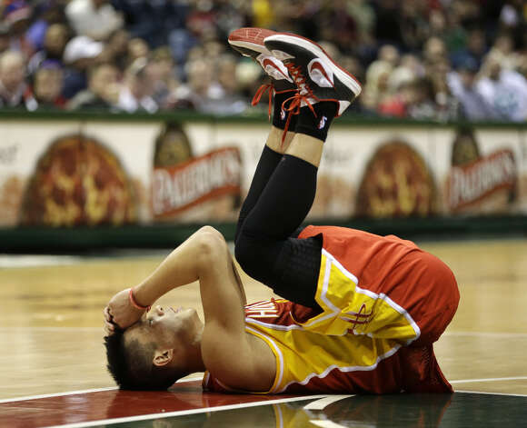 Jeremy Lin reacts after colliding with Larry Sanders. Photo: Jeffrey Phelps, Associated Press / FR59249 AP