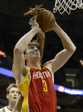 Omer Asik (3) shoots in front of John Henson. Photo: Jeffrey Phelps, Associated Press / FR59249 AP