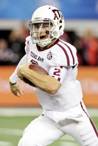 Texas A&M Aggies' Johnny Manziel heads up field against the Oklahoma Sooners during second half action of the 77th AT&T Cotton Bowl Classic held Friday Jan. 4, 2013 at Cowboys Stadium in Arlington, Tx. Photo: Edward A. Ornelas, Express-News / © 2012 San Antonio Express-News