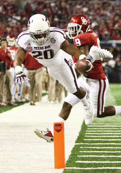 Texas A&M running back Trey Williams (20) comes close to putting the ball into the end zone as Oklahoma defensive back Gabe Lynn (9) covers during the second quarter of the Cotton Bowl college football game, Friday, Jan. 4, 2013, in Cowboys Stadium in Arlington. Photo: Nick De La Torre, Houston Chronicle / © 2013  Houston Chronicle