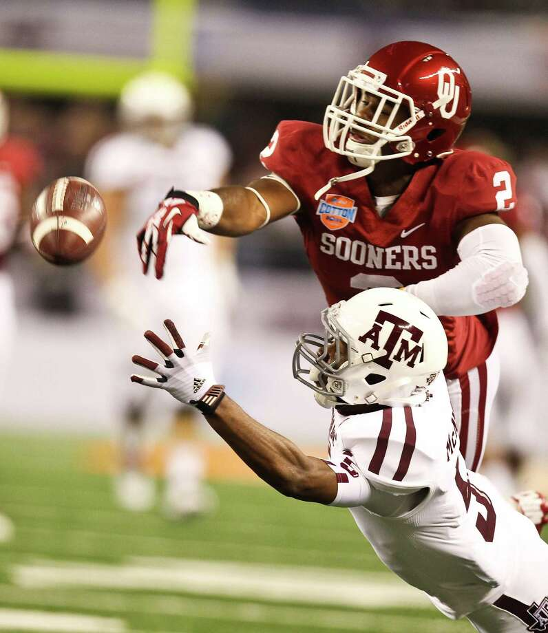 Oklahoma defensive back Julian Wilson (2) breaks up a pass intended for Texas A&M wide receiver Kenric McNeal (5) during the first quarter of the Cotton Bowl college football game, Friday, Jan. 4, 2013, in Cowboys Stadium in Arlington. Photo: Nick De La Torre, Houston Chronicle / © 2013  Houston Chronicle
