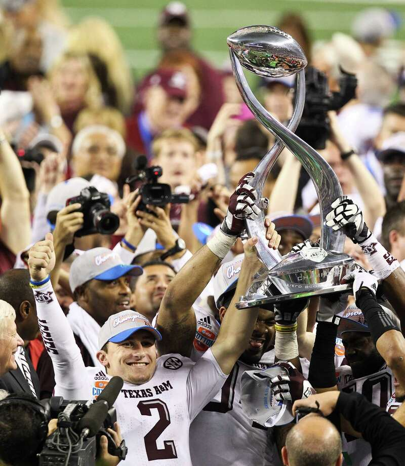 Texas A&M quarterback Johnny Manziel (2) and his teammates hoist the Cotton Bowl trophy after beating Oklahoma, Friday, Jan. 4, 2013, in Cowboys Stadium in Arlington. Texas A&M won 41-13. Photo: Nick De La Torre, Houston Chronicle / © 2013  Houston Chronicle