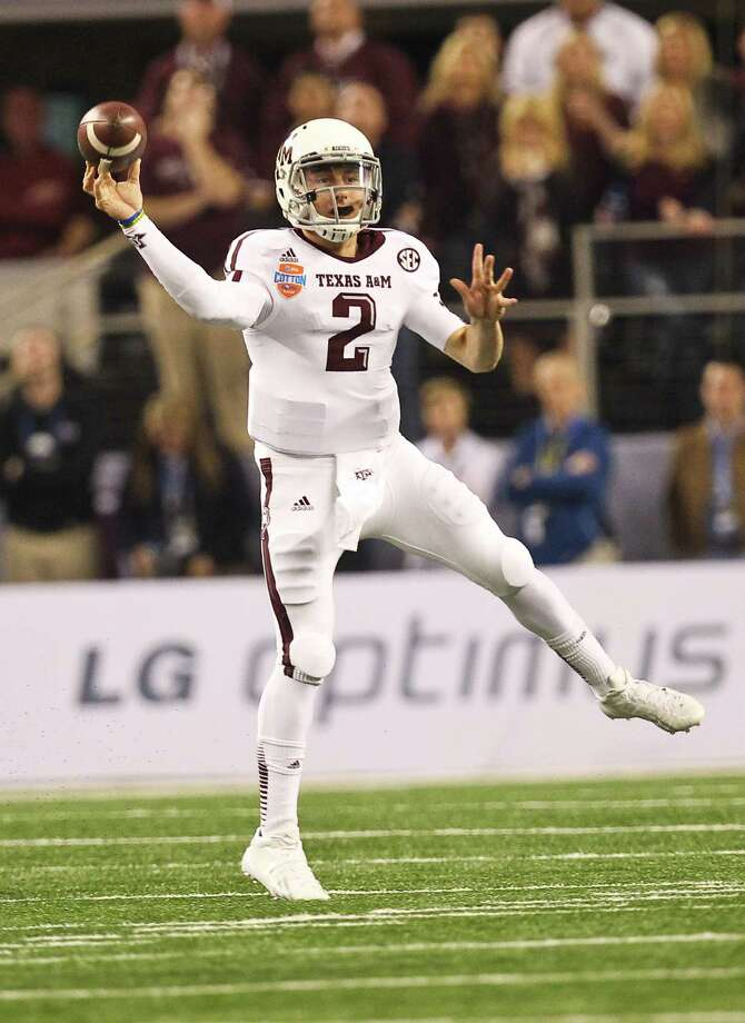 Texas A&M quarterback Johnny Manziel (2) throws to a receiver during the first quarter of the Cotton Bowl college football game against Oklahoma, Friday, Jan. 4, 2013, in Cowboys Stadium in Arlington. Photo: Nick De La Torre, Houston Chronicle / © 2013  Houston Chronicle
