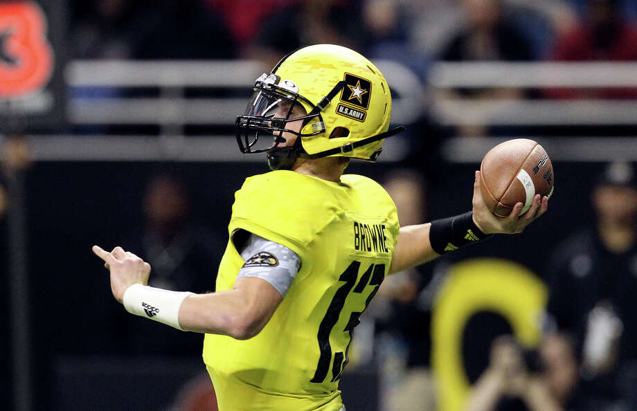 Max Browne (13) of Skyline High School from Sammamish, Washington drops back for a pass in the first half of the 2013 U.S. Army All-American Bowl at the Alamodome on Saturday, Jan. 5, 2013. The East Team defeated the West, 15-8. Photo: Kin Man Hui, Express-News / © 2012 San Antonio Express-News