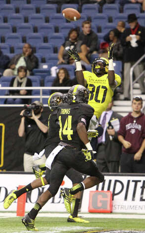 Derrick Griffin (80) of Terry High School in Rosenburge, Texas leaps up for a touchdown catch in the second half of the 2013 U.S. Army All-American Bowl at the Alamodome on Saturday, Jan. 5, 2013. The East Team defeated the West, 15-8. Photo: Kin Man Hui, Express-News / © 2012 San Antonio Express-News