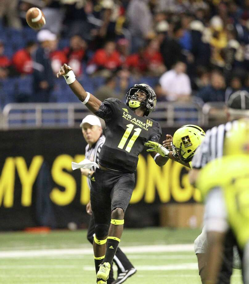 Jeremy Johnson (11) of Carver High School in Montgomery, Alabama makes a touchdown pass in the second half of the 2013 U.S. Army All-American Bowl at the Alamodome on Saturday, Jan. 5, 2013. The East team defeated the West, 15-8. Photo: Kin Man Hui, Express-News / © 2012 San Antonio Express-News