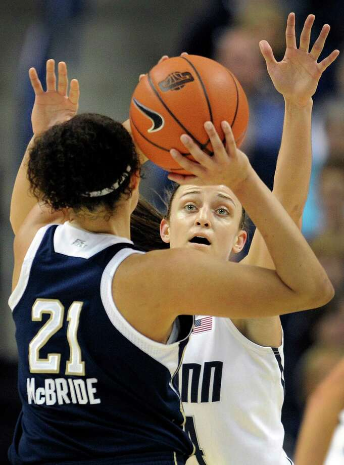 Connecticut's Kelly Faris, right, guards Notre Dame's Kayla McBride, left, during the first half of an NCAA college basketball game in Storrs, Conn., Saturday, Jan. 5, 2013. (AP Photo/Jessica Hill) Photo: Jessica Hill, Associated Press / FR125654 AP