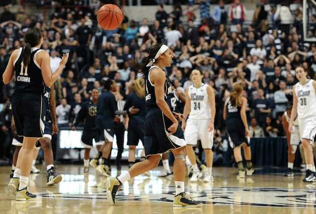 Notre Dame's Skylar Diggins, center, reacts at the end of an NCAA college basketball game against Connecticut in Storrs, Conn., Saturday, Jan. 5, 2013. Notre Dame won 73-72. (AP Photo/Jessica Hill) Photo: Jessica Hill, Associated Press / FR125654 AP