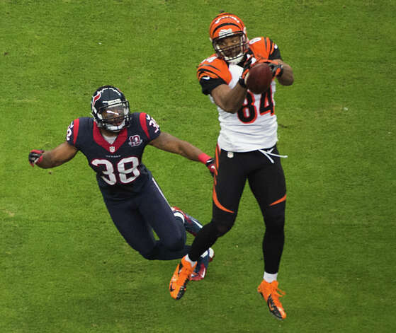 Cincinnati Bengals tight end Jermaine Gresham (84) can't hang on to a pass as Houston Texans free safety Danieal Manning (38) defends during the first quarter of an NFL football game at Reliant Stadium on Saturday, Jan. 5, 2013, in Houston. Photo: Smiley N. Pool, Houston Chronicle / © 2013  Houston Chronicle