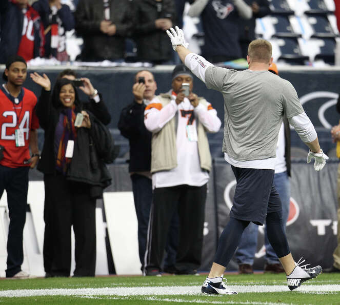 Texans defensive end J.J. Watt waves to the crowd on the sidelines as he warms up before the start o