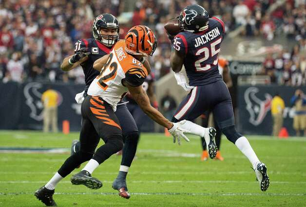 Houston Texans cornerback Kareem Jackson (25) nearly intercepts a pass intended for Cincinnati Bengals wide receiver Marvin Jones (82) during the first half of an NFL playoff football game at Reliant Stadium on Saturday, Jan. 5, 2013, in Houston. Photo: Smiley N. Pool, Houston Chronicle / © 2013  Houston Chronicle
