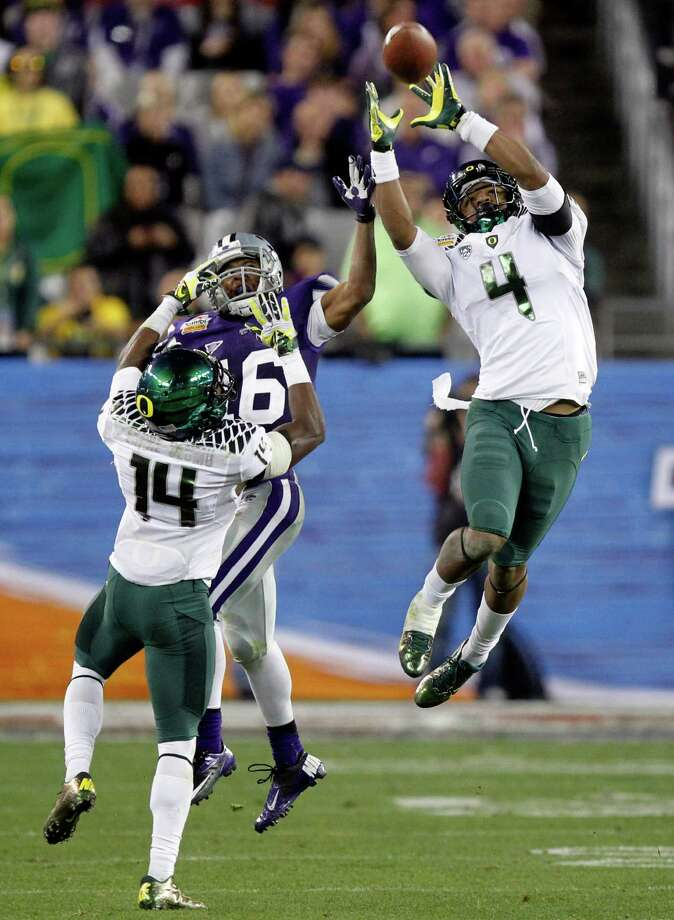 Tostitos Fiesta Bowl, Jan. 3: Oregon 35, Kansas St. 17; University of Phoenix Stadium in Glendale, Ariz.; Payout: $17,000,000 PHOTO: Oregon defensive back Erick Dargan (4) intercepts a pass intended for Kansas State wide receiver Tyler Lockett (16) as Oregon cornerback Ifo Ekpre-Olomu (14) defends to stop Kansas State's final drive during the second half of the Fiesta Bowl. Photo: Matt York, Associated Press / AP