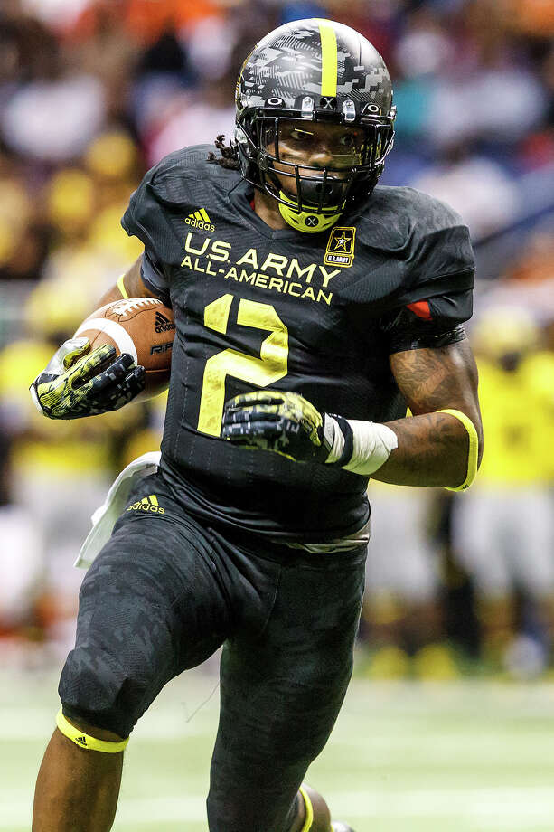 "East running back Derrick Henry heads toward the end zone for a two point conversion during the fourth quarter of the 13th U.S. Army All-American Bowl at the Alamodome on Jan. 5, 2013. Henry, from Yulee High School in Yulee, FL, broke Ken ""The Sugar Land Express"" Hall's 59-year-ole high school record for career rushing yards, finishing his career with 12, 121 yards.  The East team won the game 15-8.  MARVIN PFEIFFER/ mpfeiffer@express-news.net Photo: MARVIN PFEIFFER, Express-News / Express-News 2012"