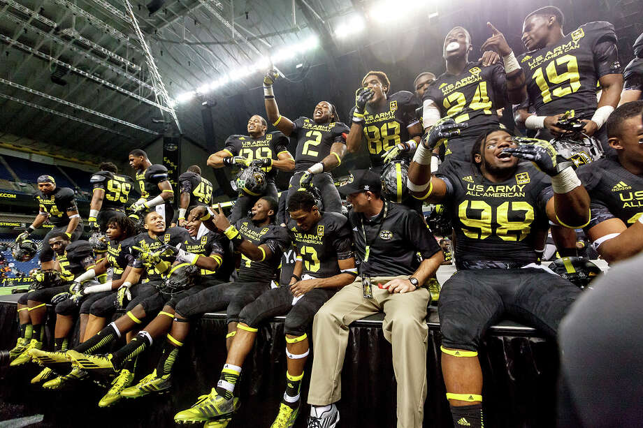 The East team celebrates their 15-8 victory in the 13th U.S. Army All-American Bowl at the Alamodome on Jan. 5, 2013.  MARVIN PFEIFFER/ mpfeiffer@express-news.net Photo: MARVIN PFEIFFER, Express-News / Express-News 2012