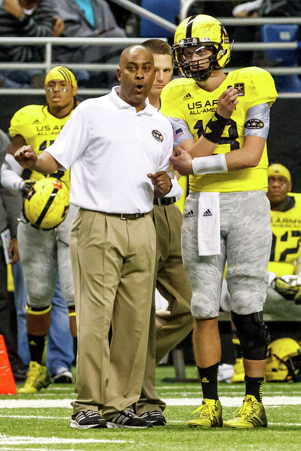 Steele's Mike Jinks (left), head coach of the West Team in the 13th U.S. Army All-American Bowl at the Alamodome on Jan. 5, 2013, speaks with starting quarterback Max Browne during the second half.  The East team won the game 15-8.  MARVIN PFEIFFER/ mpfeiffer@express-news.net Photo: MARVIN PFEIFFER, Express-News / Express-News 2012