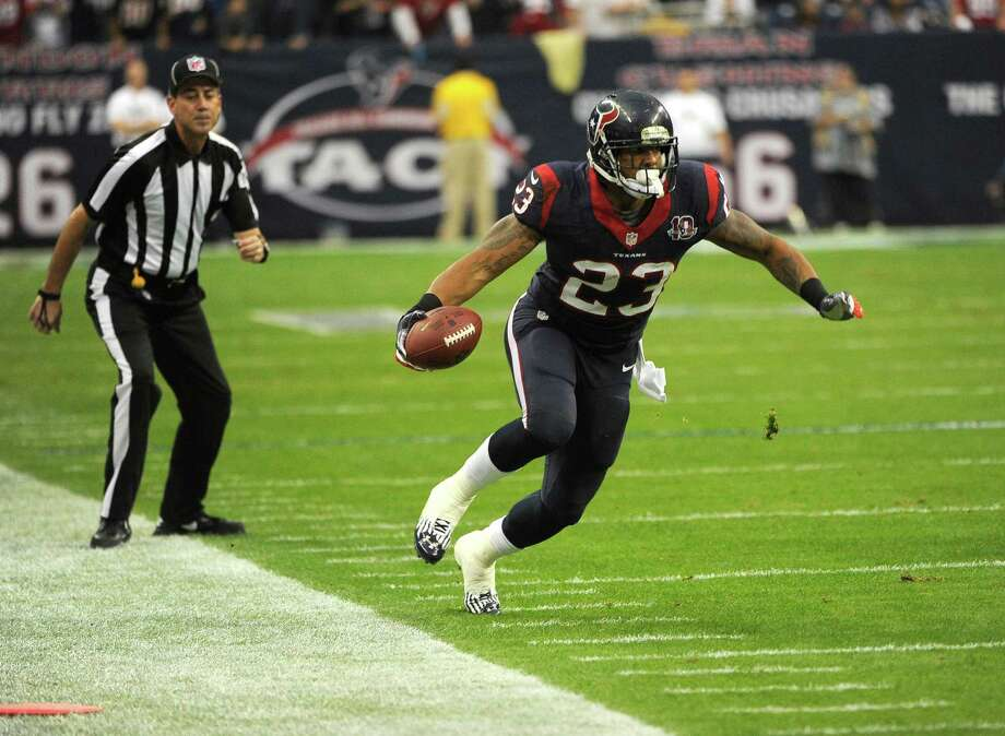 Houston Texans Arian Foster (23) runs during the first quarter of an NFL wild card playoff football game against the Cincinnati Bengals, Saturday, Jan. 5, 2013, in Houston. (AP Photo/Dave Einsel) Photo: Dave Einsel, Associated Press / AP