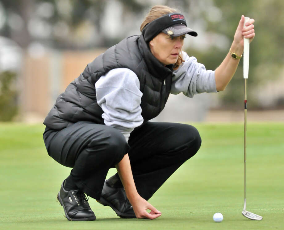 Elizabeth Radabaugh lines up a putt on the 16th green during the Greater San Antonio Tournament of Champions at Brackenridge Golf Course Saturday. Photo: Robin Jerstad, Express-News