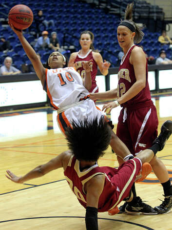 Raodrunner guard Kamra King draws a blocking foul on Maiya Michel (20) as UTSA plays Denver in women's basketball at the UTSA Convocation Center on January 5, 2013. Photo: Tom Reel, Express-News / ©2012 San Antono Express-News