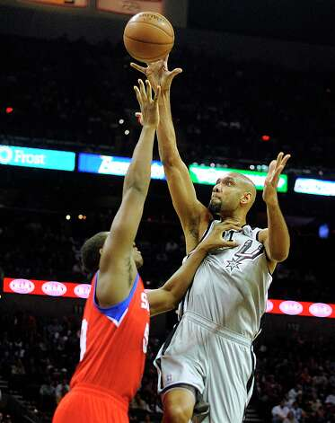 Tim Duncan of the Spurs scores over Lavoy Allen of the Philadelphia 76ers in the AT&T Center on Saturday, Jan. 5, 2013. Photo: Billy Calzada, San Antonio Express-News / SAN ANTONIO EXPRESS-NEWS