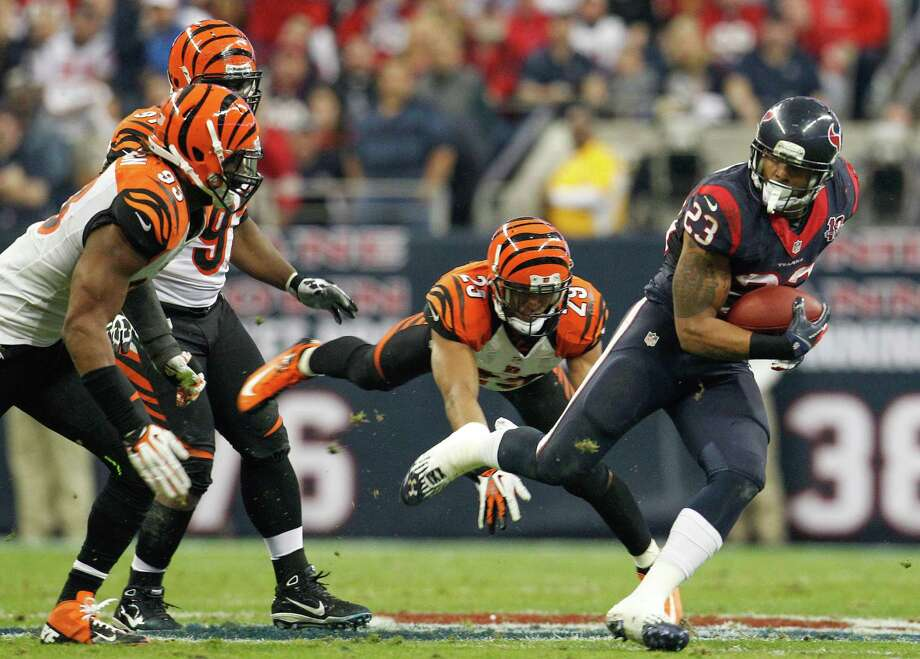 Texans running back Arian Foster (23) tries to evade the Bengals defense during the third quarter. Photo: Karen Warren, Houston Chronicle / © 2012 Houston Chronicle