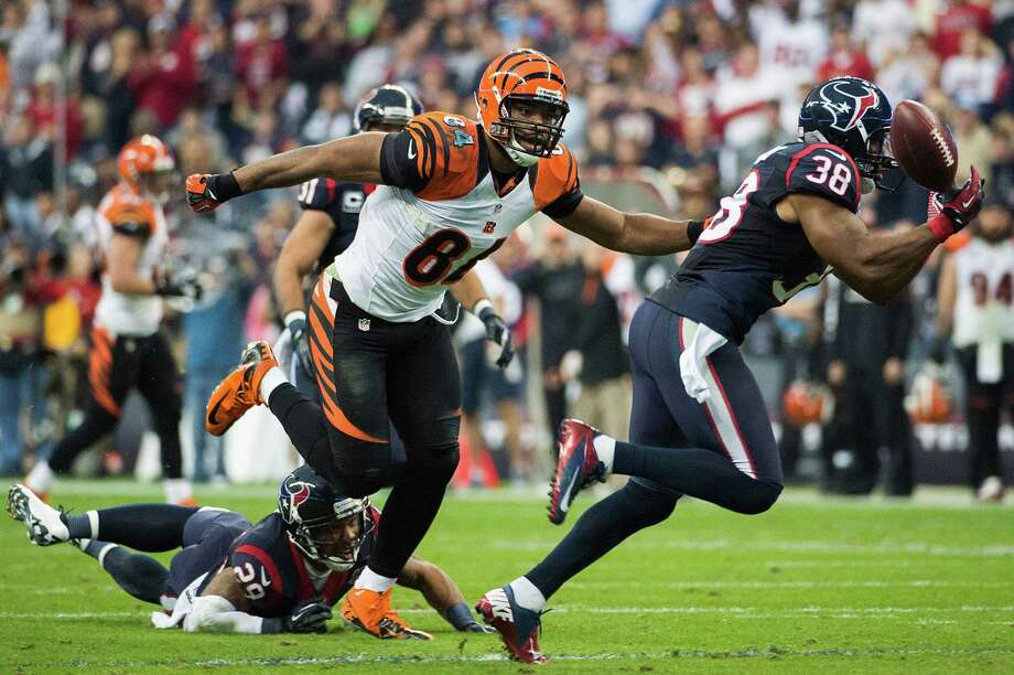 Texans free safety Danieal Manning (38) nearly intercepts a pass intended for Bengals tight end Jermaine Gresham (84) during the first half. Photo: Smiley N. Pool, Houston Chronicle / © 2013  Houston Chronicle