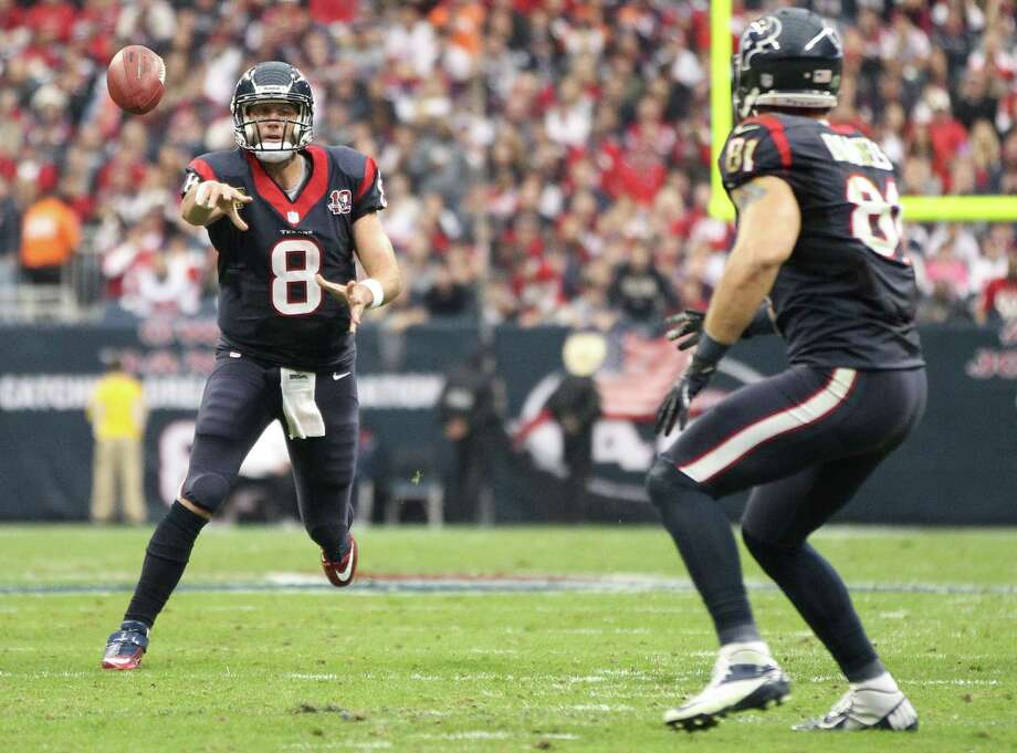 Texans quarterback Matt Schaub (8) passes the ball to tight end Owen Daniels (81)during the second quarter. Photo: Karen Warren, Houston Chronicle / © 2012 Houston Chronicle
