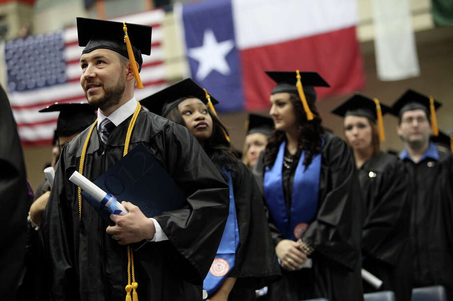 College aid: Around 4,720 fewer low-income students would receive college aid, and around 1,450 fewer students will get work-study jobs. Photo: Lisa Krantz, San Antonio Express-News / © 2012 San Antonio Express-News