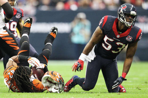 Bengals running back BenJarvus Green-Ellis (42) loses his helmet after he was tackled by Texans linebacker Bradie James (53) during the second quarter. Photo: Karen Warren, Houston Chronicle / © 2012 Houston Chronicle