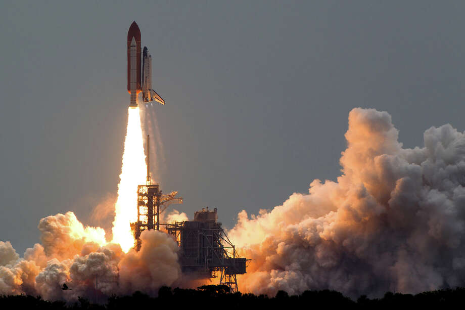 July 8, 2011 | The space shuttle Atlantis launches for the STS-135 mission to the International Space Station in the final mission of the space shuttle program at the Kennedy Space Center in Florida. Photo: Smiley N. Pool, Houston Chronicle / © 2011  Houston Chronicle