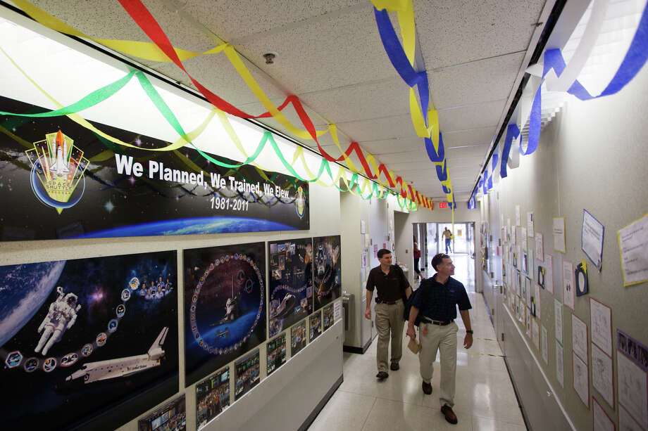 July 25, 2011 | Decorations left by the crew trainers greet STS-135 commander Chris Ferguson and mission specialist Rex Walheim on their first day back to the office at the Johnson Space Center. Photo: Smiley N. Pool, Houston Chronicle / © 2011  Houston Chronicle
