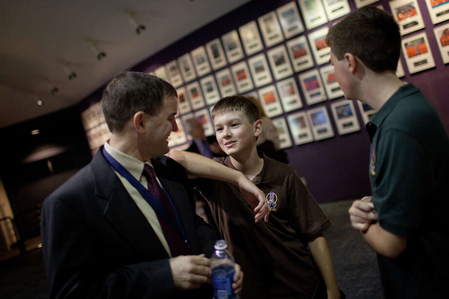 Aug. 3, 2011 |  Rex Walheim chats with his sons Jeffrey and Alex following a public debrief at Space Center Houston. Photo: Smiley N. Pool, Houston Chronicle / © 2011  Houston Chronicle