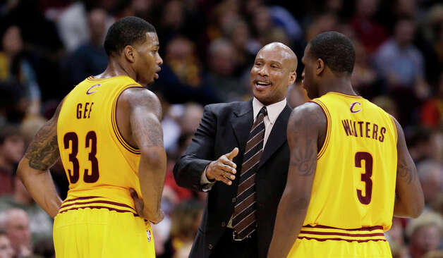 Cavaliers coach Byron Scott, center, talks with Alonzo Gee, left, and Dion Waiters. Photo: Tony Dejak, Associated Press / AP