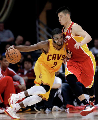 Kyrie Irving (2) tries to get around Jeremy Lin (7). Photo: Tony Dejak, Associated Press / AP