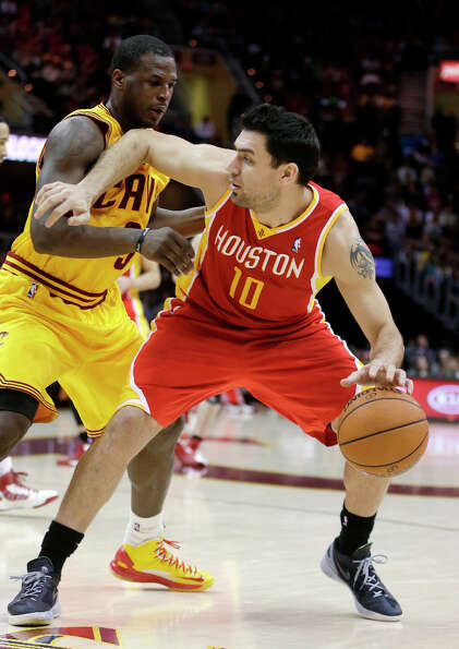 Carlos Delfino (10) fends off Dion Waiters (3).