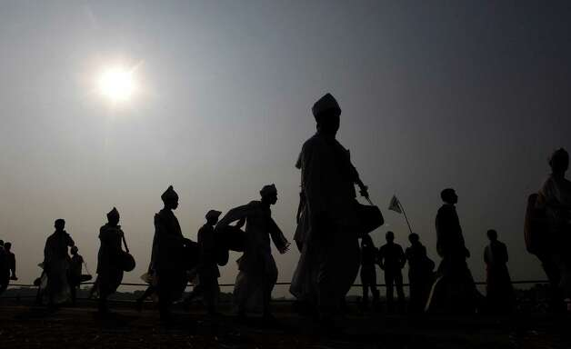 Indians play the khol, a traditional percussion instrument of Assam, as they participate in an attempt to create a Guinness record, in Titabar, about 350 kilometers (219 miles) east of Gauhati, India, Sunday. A total of 14,833 people participated in the event which has already created an Indian record, according to officials. Photo: AP