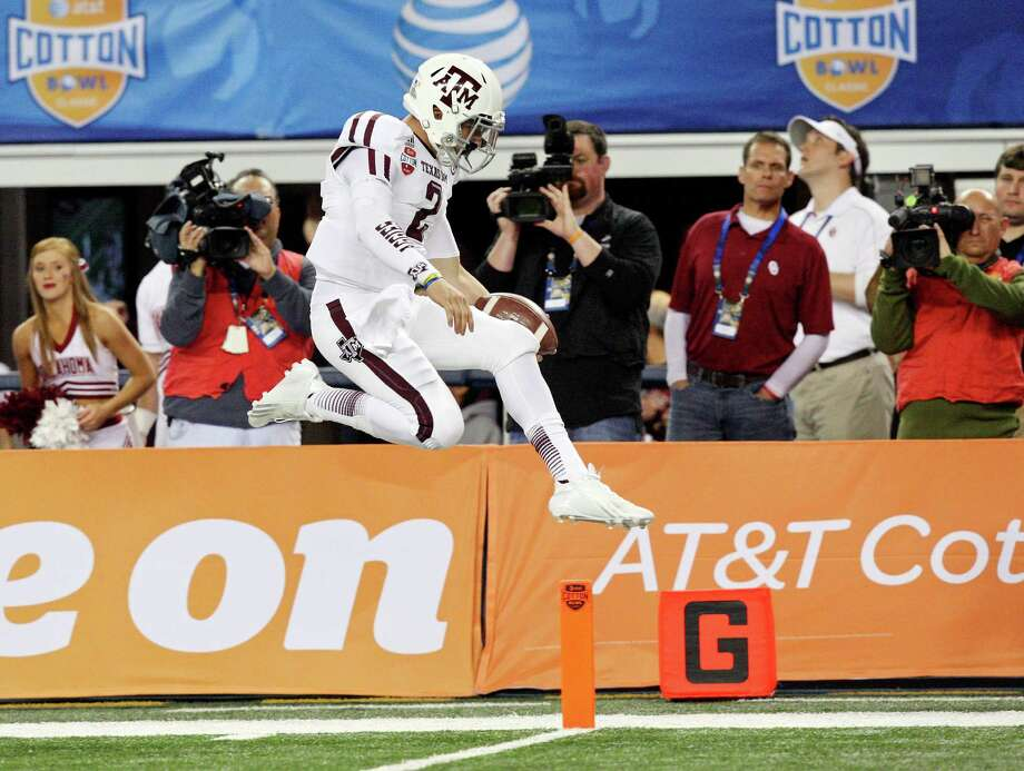 Texas A&M Aggies' Johnny Manziel scores a touchdown against the Oklahoma Sooners during first half action of the 77th AT&T Cotton Bowl Classic held Friday Jan. 4, 2013 at Cowboys Stadium in Arlington, Tx. Photo: Edward A. Ornelas, San Antonio Express-News / © 2012 San Antonio Express-News